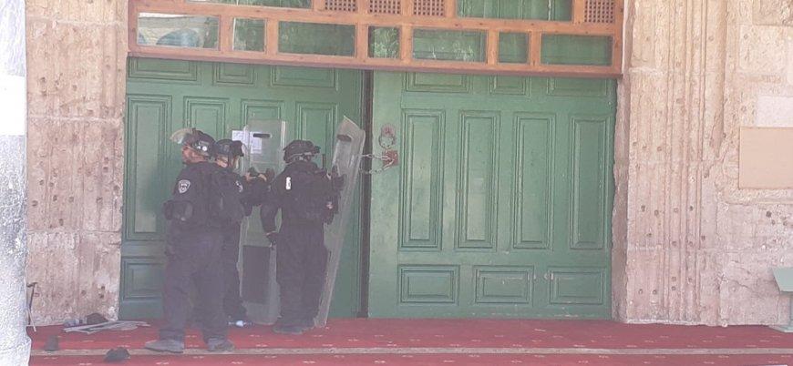 İsrail polisi Mescid-i Aksa'daki cemaate saldırdı