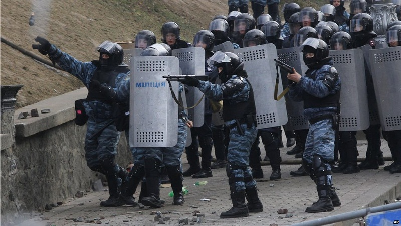 Polisler birbiriyle çatıştı: 5 ölü
