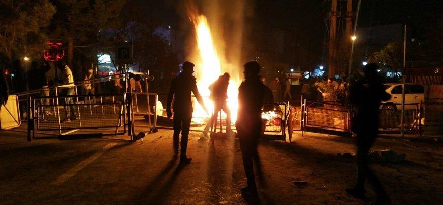 İran'da öfkeli protestocular 'dini okula' saldırdı
