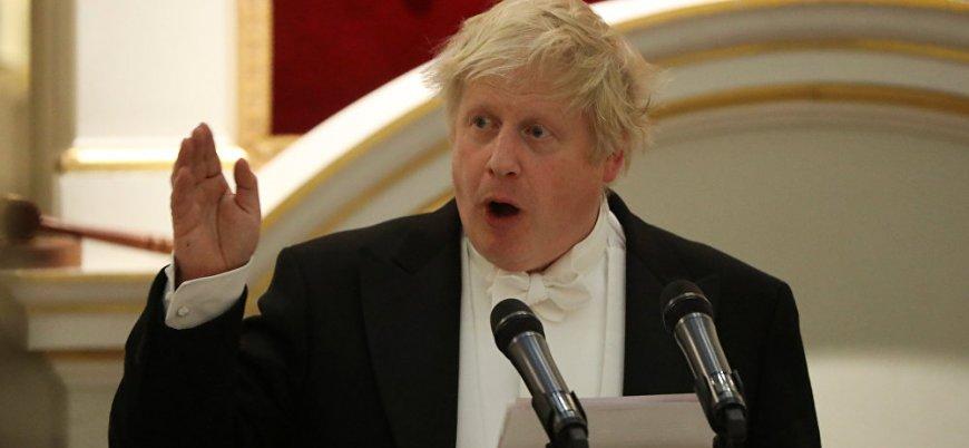 'Osmanlı torunu' Johnson'dan peçeli kadınlara hakaret