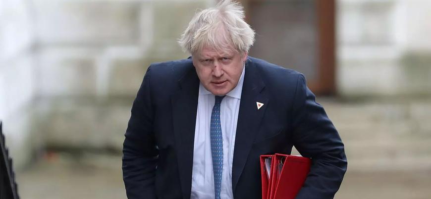 İngiltere'de iktidar partisinden Johnson'a çağrı: 'Peçeli kadınlardan özür dile'