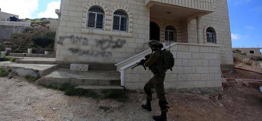 Yahudi yerleşimcilerden Filistinlilerin ev ve araçlarına saldırı
