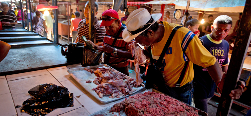 Kriz derinleşiyor: Venezuela'da halk ucuza satılan bozuk etler için kuyrukta