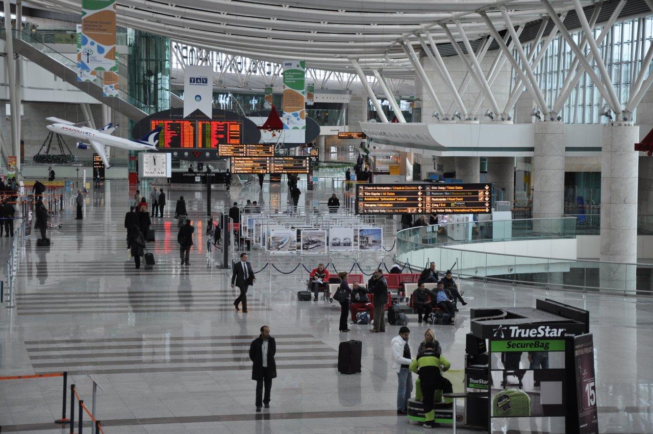 Ankara'dan misilleme: Alman diplomatlar havalimanında bekletiliyor