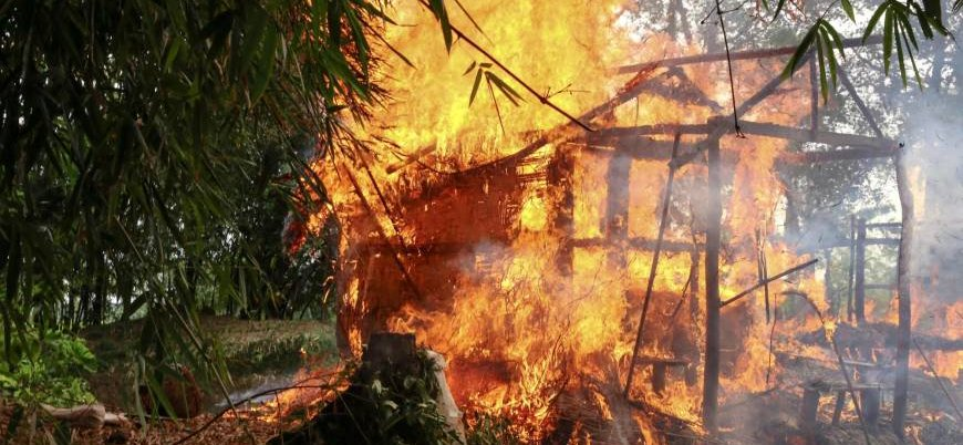 Köyler yakıldı insanlar ateşe atıldı: Arakan'da etnik temizlik devam ediyor