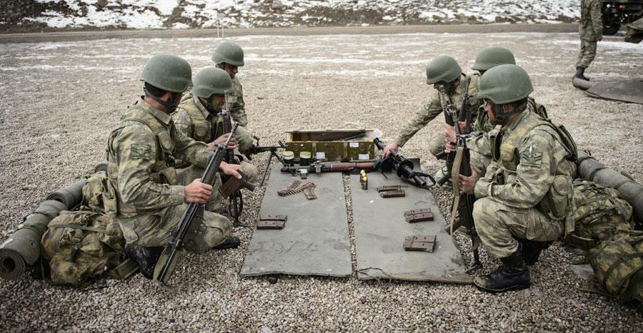 300 Türk komando Fırat Kalkanı'na katıldı