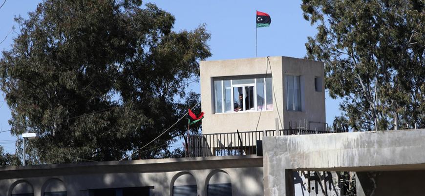 Libya'da 400 'Kaddafi yanlısı' mahkum hapishaneden kaçtı