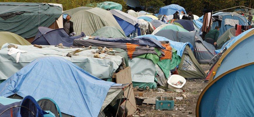 Fransa barakalarda yaşayan mültecileri tahliye etti
