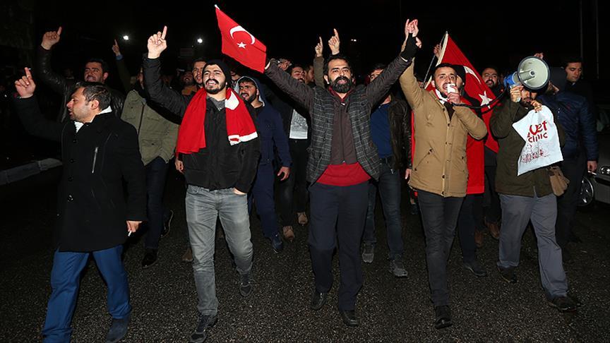 İstanbul ve Ankara'da gece boyu Halep protestosu