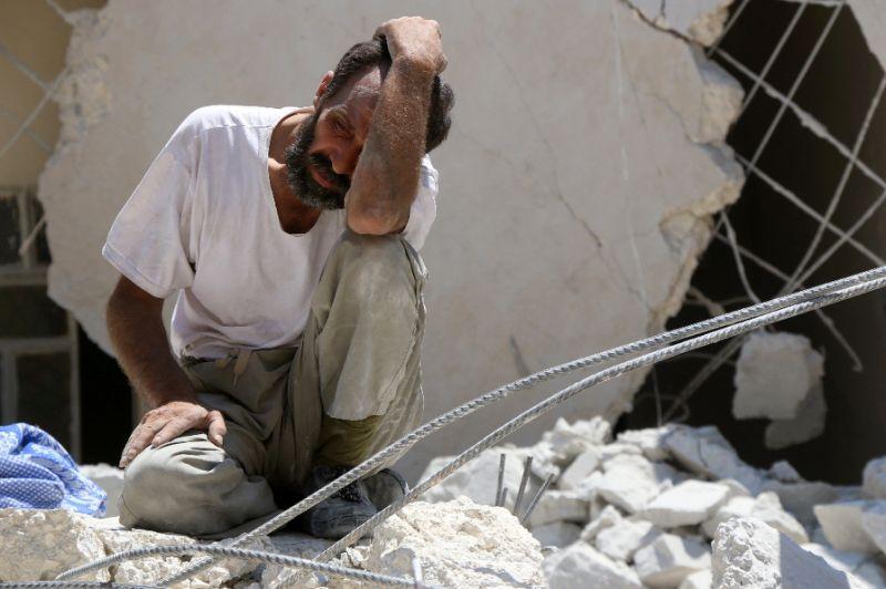 Halep yanıyor: Yaralılar enkaz altında, sokaklar ceset dolu