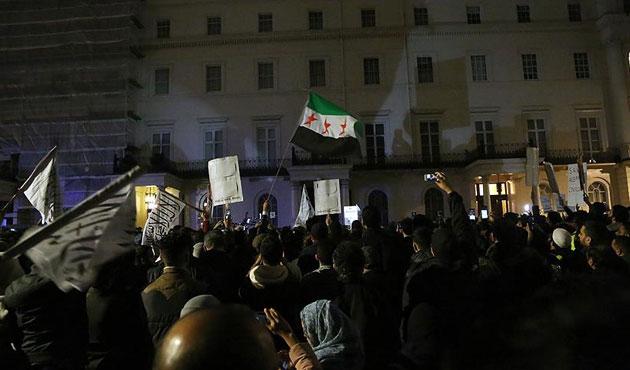 New York ve Londra'da Halep protestosu