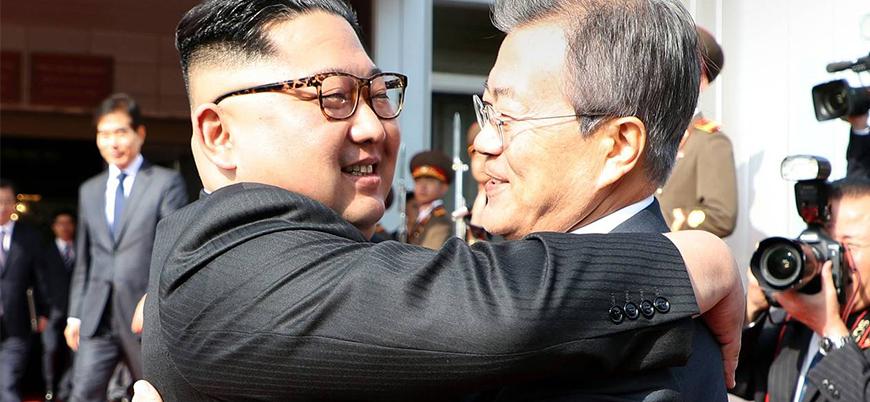 Kore liderleri 'sarılarak' bir araya geldi