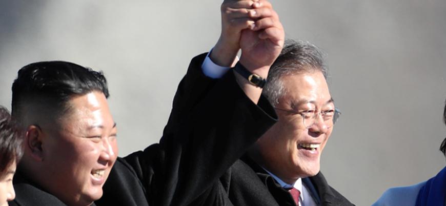 Koreler arası zirvede yeniden el ele poz verildi
