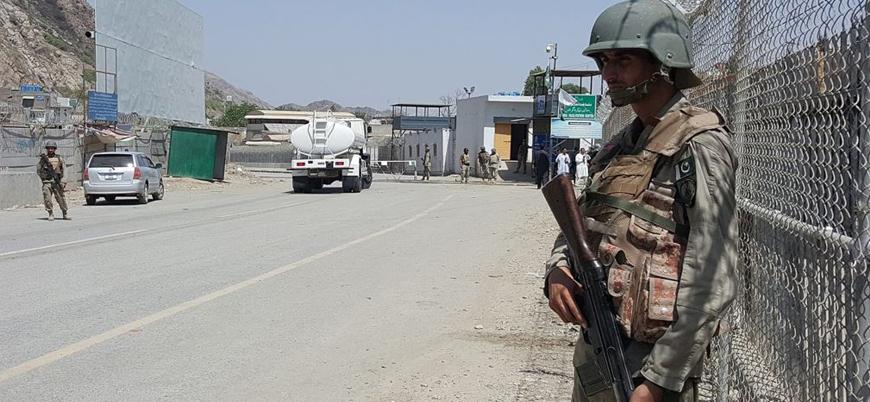 İran geçit törenindeki saldırılar sonrası sınır kapılarını kapattı