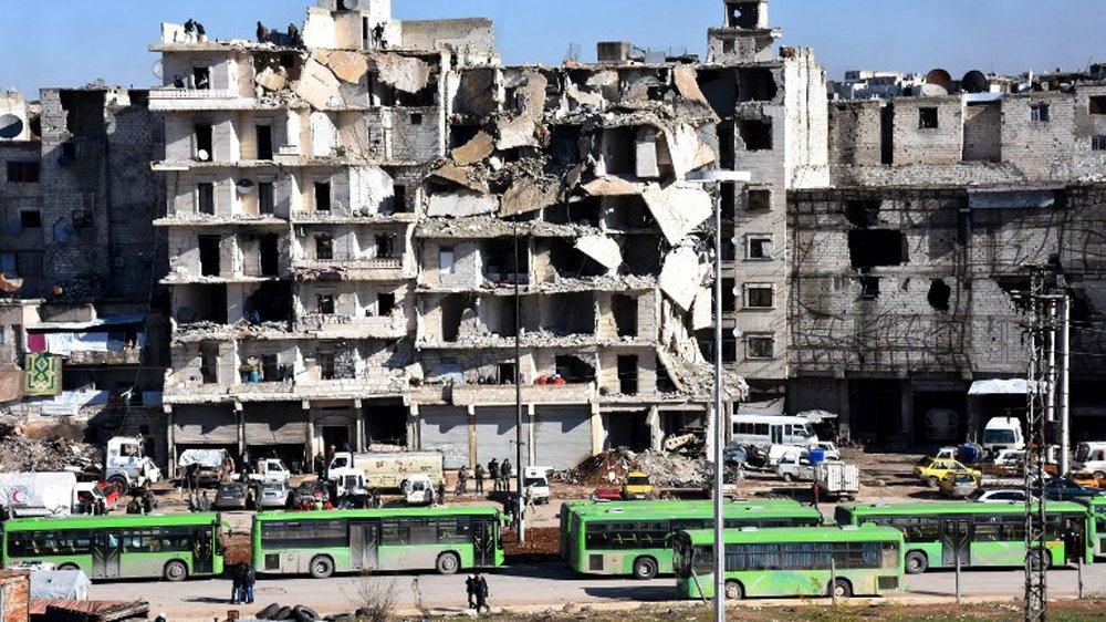 Halep'te tahliyeler sürüyor: Üçüncü konvoy çıktı