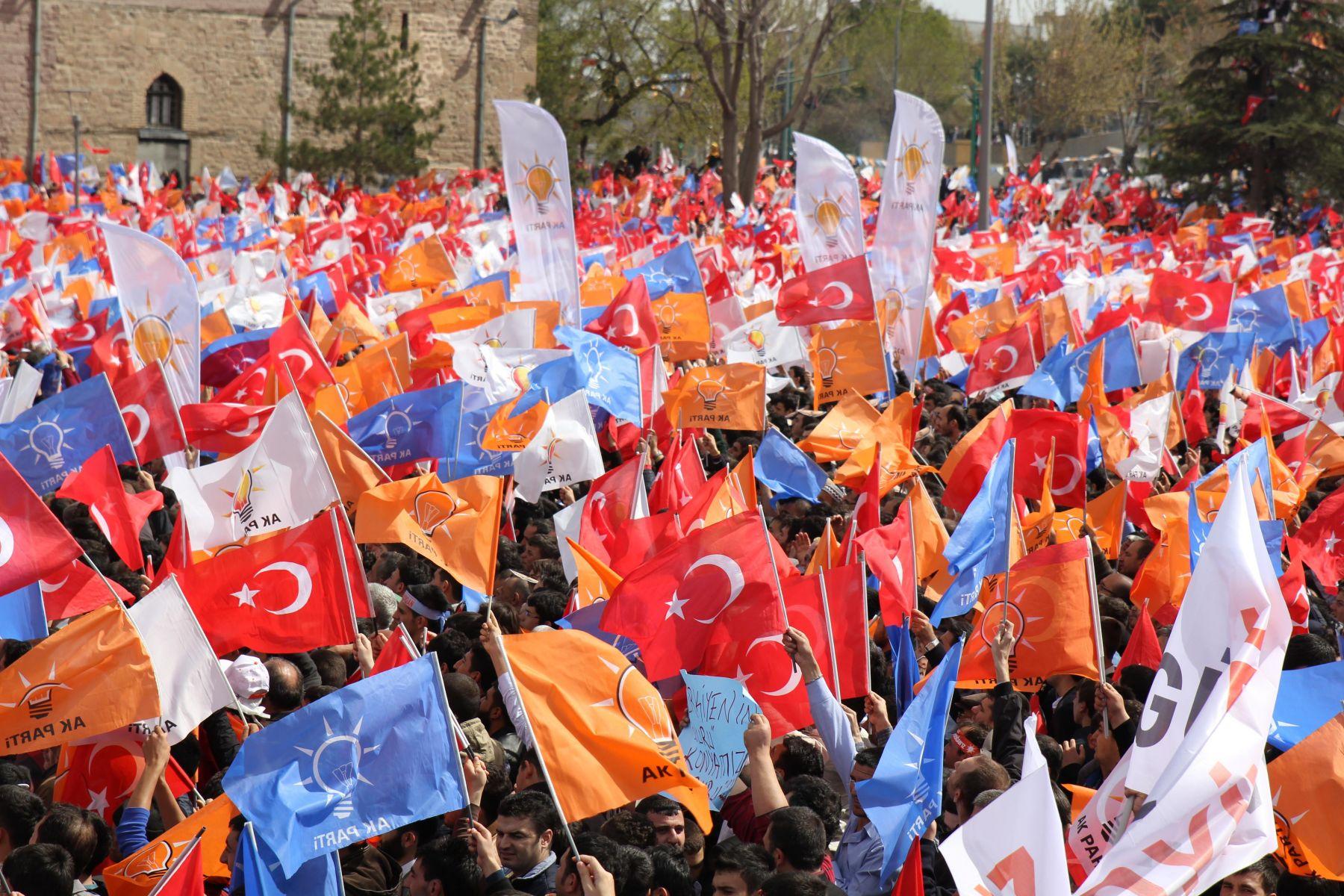 """AK Parti referanduma hazırlanıyor"""
