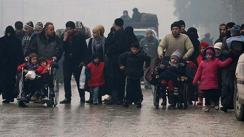 """Halep'te """"tahliyeler yeniden başladı"""" iddiası"""