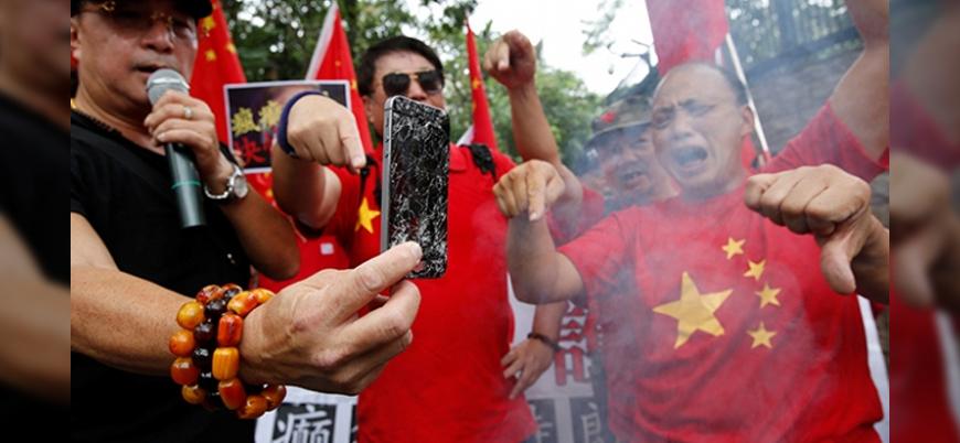 Hong Konglular ABD'yi protesto etmek için IPhone'larını kırdılar