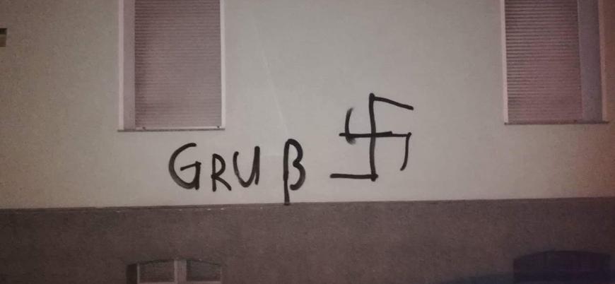 Almanya'da camiye haçlı saldırı