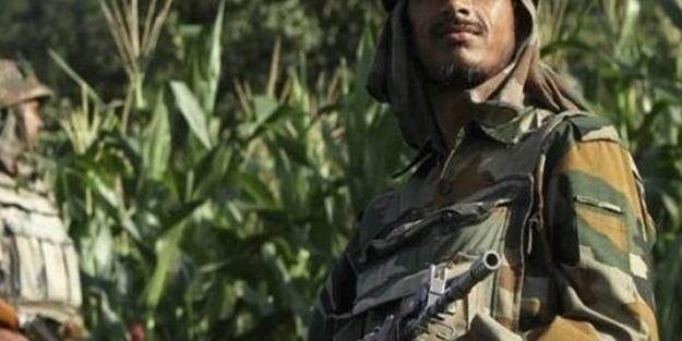 Keşmir'de 3 Hint askeri öldürüldü