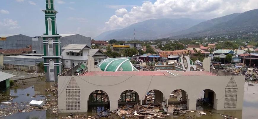 Endonezya'da ölü sayısı 1200'ü geçti