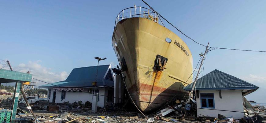 Endonezya'daki tsunamide ölenlerin sayısı bin 407'ye ulaştı