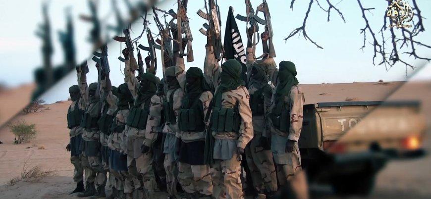 El Kaide yeni 'güç merkezi' Batı Afrika'dan video yayınladı