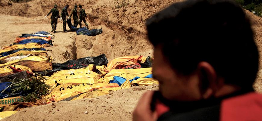 Endonezya'da cesetler sahile vurdu