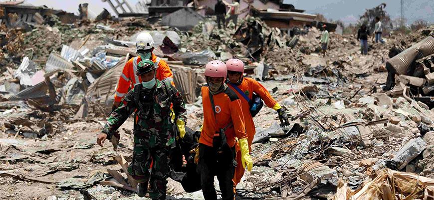 Endonezya'da ölü sayısı artmaya devam ediyor