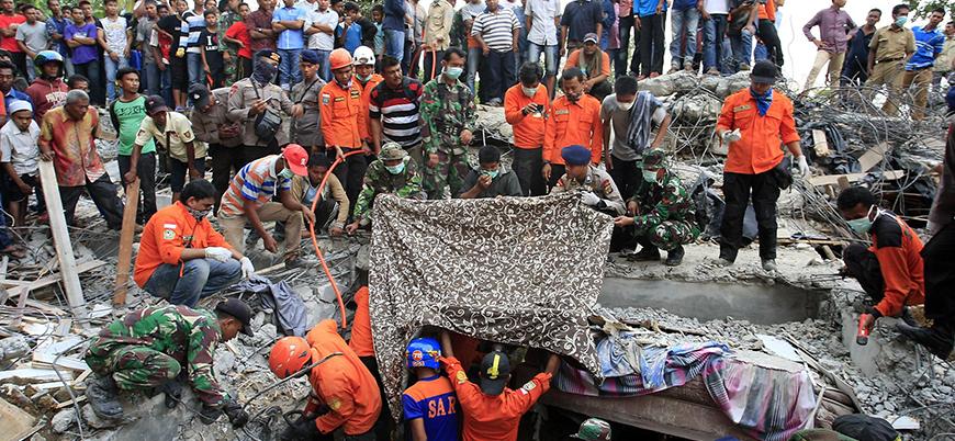 Endonezya'da ölü sayısı 2002'ye yükseldi
