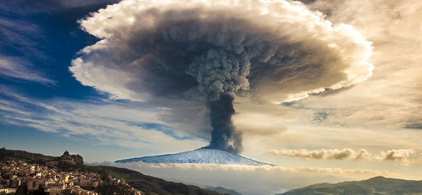 """""""Etna yanardağı Avrupa'da tsunamiye yol açabilir"""""""