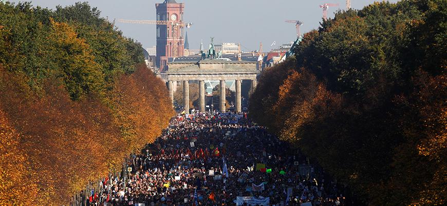 Almanya'da 150 bin kişilik gösteri