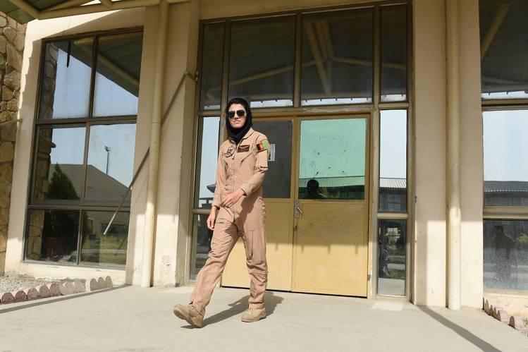 Afgan kadın pilot sığınma talebinde bulundu