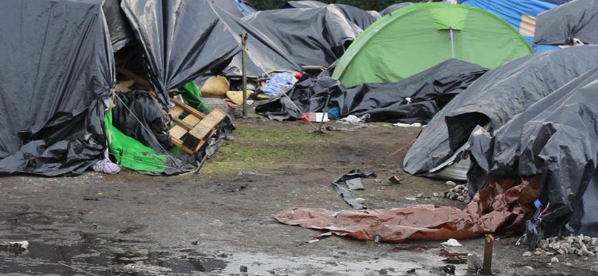 Fransa 1800 mülteciyi zorla tahliye etti