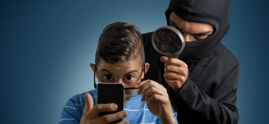 Telefon uygulamaları silseniz de sizi takip ediyor