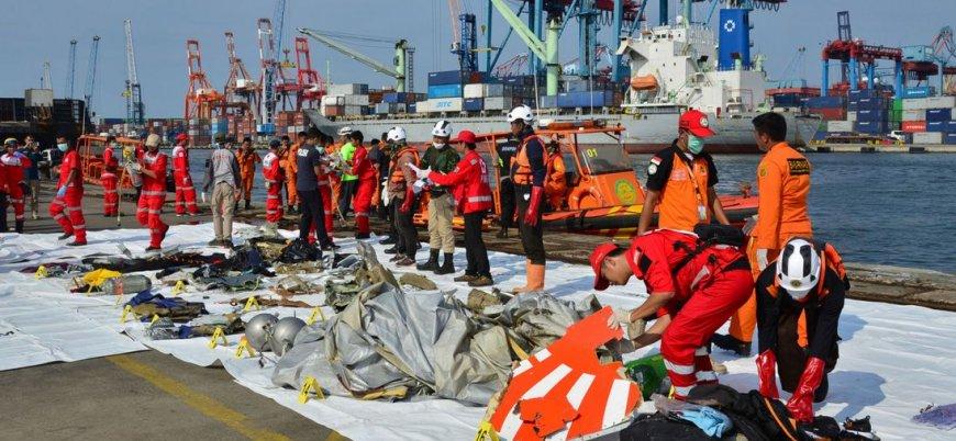 Endonezya'da düşen uçağın kara kutusu çıkarıldı