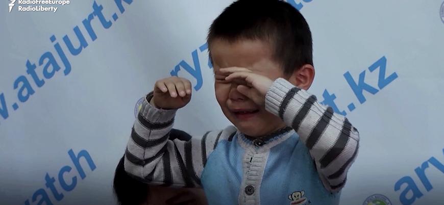 Kazak çocuklar Çin'in toplama kamplarındaki ebeveynlerinin serbest bırakılmasını istiyor