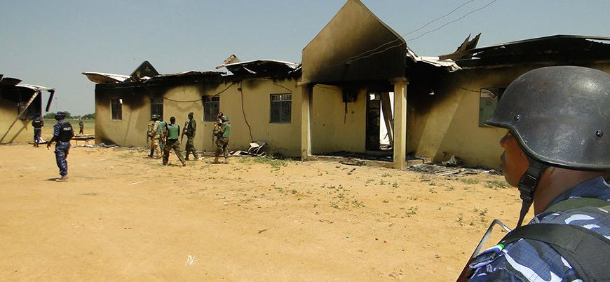 Kamerun'da okulu basıp onlarca çocuğu kaçırdılar
