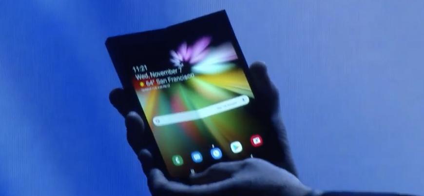 Samsung 'katlanabilir' telefon modelini tanıttı