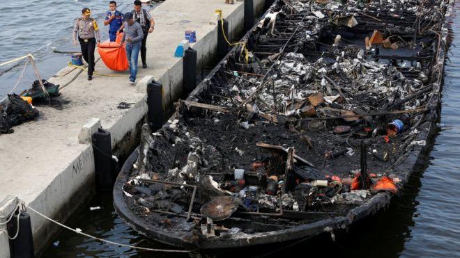 Endonezya'daki tekne yangınında 23 kişi hayatını kaybetti