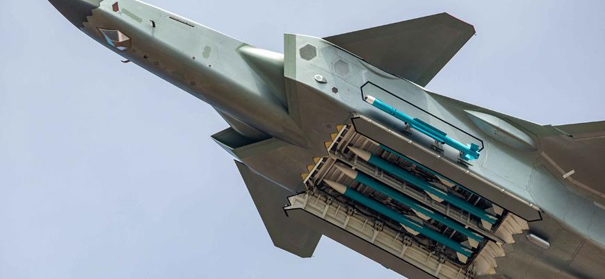 Çin savaş uçağından havacılık fuarında ABD'ye gözdağı