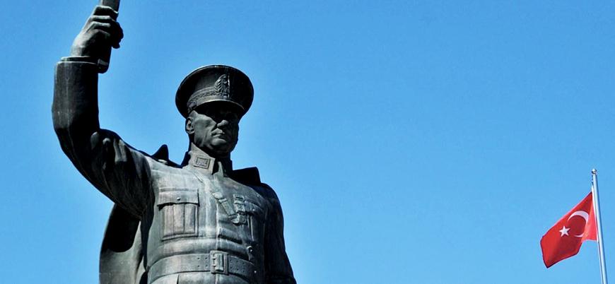 Atatürk heykeline yazı yazan 3 çocuk gözaltına alındı