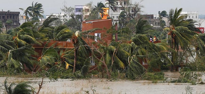 Hindistan'da kasırga can aldı: 33 ölü