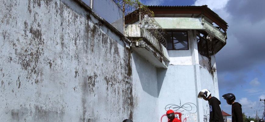 Endonezya'da 113 mahkum hapishaneden firar etti