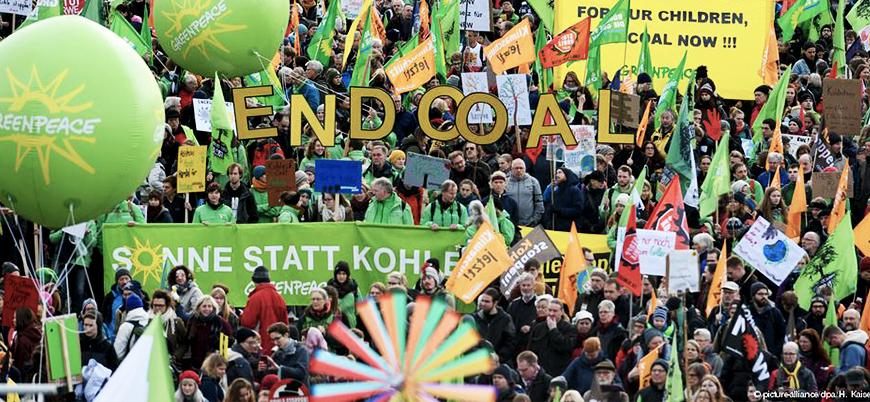 Almanya'da on binler iklim için sokaklarda