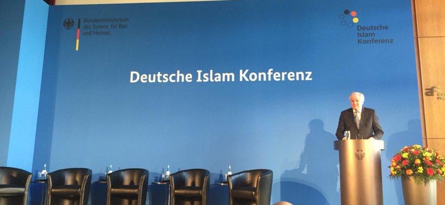 İslam Konferansı'nda domuz eti ikramı