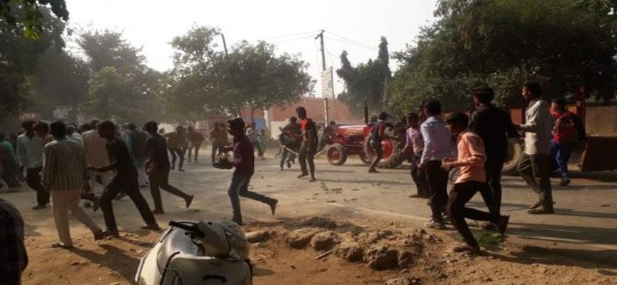 Hindistan'da 'kutsal inek' çatışması: Bir polis öldü
