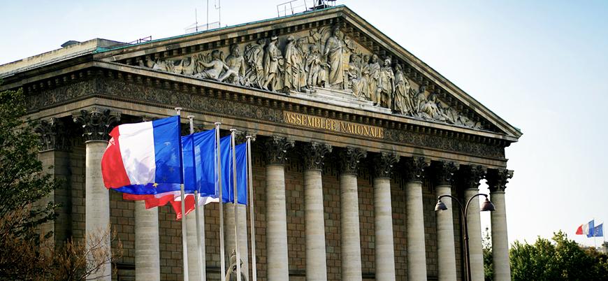 Fransa'da hükümet aleyhine gensoru önergesi