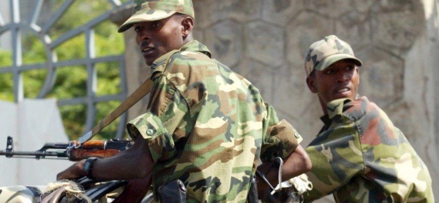Başbakanlığa silahla yürüyen askerlere hapis cezası