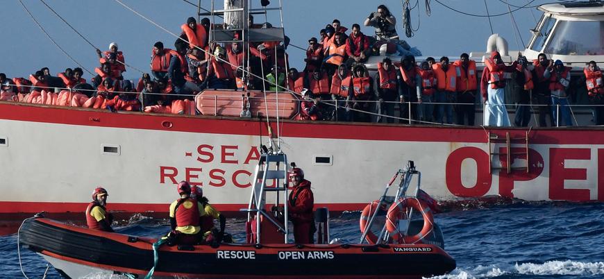 İspanya 310 göçmeni taşıyan gemiyi limanına aldı